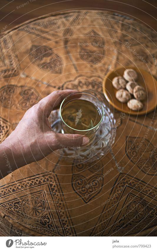 tee Getränk trinken Heißgetränk Tee Tasse Becher Glas Gesunde Ernährung feminin Hand Flüssigkeit gut lecker natürlich Farbfoto Innenaufnahme Tag