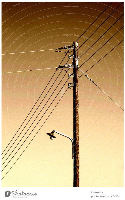 AC/DC Elektrizität Straßenbeleuchtung Lampe braun Elektrisches Gerät Technik & Technologie Kabel Himmel Strommast verzweigt Freiheit hochspannng