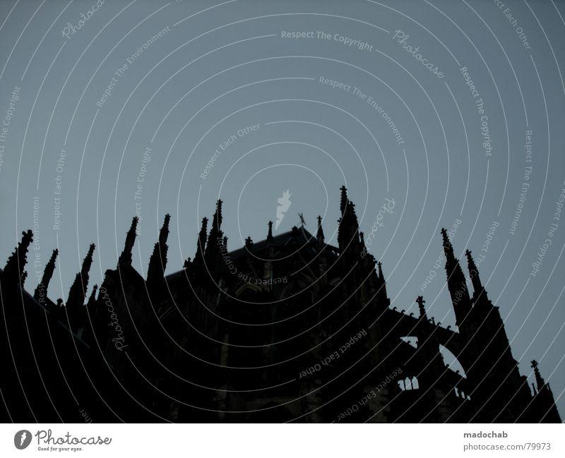UTRECHT Himmel blau schwarz dunkel Architektur Religion & Glaube Gebäude Kraft Rücken groß Europa Baustelle Macht Turm bedrohlich Symbole & Metaphern