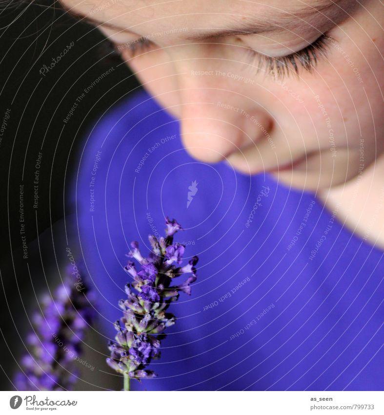 Duft III Kind blau schön Farbe Sommer Blume ruhig Mädchen Gesicht Auge Blüte natürlich Garten Zufriedenheit Kindheit genießen