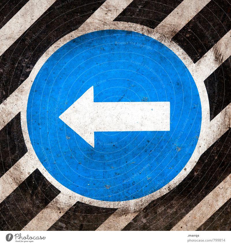 Links Stil Design Verkehr Straßenverkehr Verkehrszeichen Verkehrsschild Zeichen Pfeil Streifen dreckig blau schwarz weiß Richtung richtungweisend links