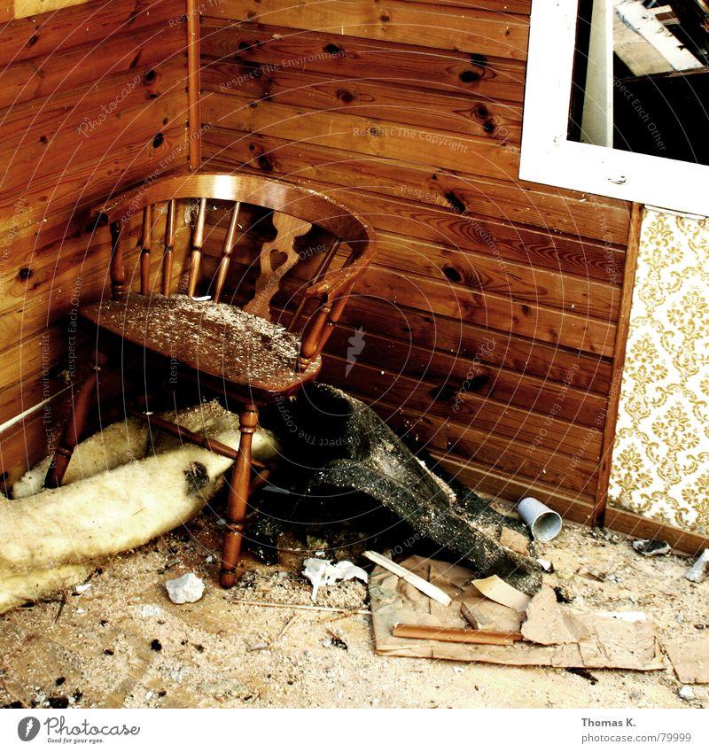 Umbauromantik (oder: Der letzte Stuhlgang) Umbauen heimwerken schön Lifestyle Haus Renovieren Fenster Bauschutt Möbel Holz Tapete Teppich chaotisch Heimwerker