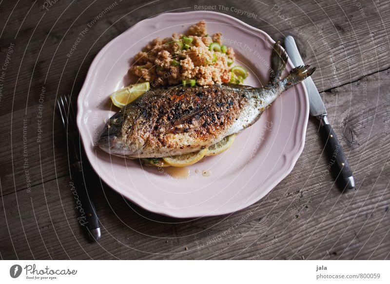dorade mit tabouleh Lebensmittel Fisch Gemüse Getreide Dorade Ernährung Mittagessen Slowfood Geschirr Teller Besteck Messer Gabel frisch Gesundheit lecker