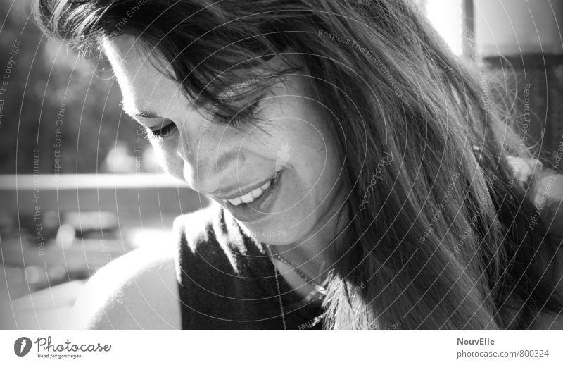 In the Stream. Mensch Frau Jugendliche Stadt schön Junge Frau 18-30 Jahre Erwachsene Leben natürlich lustig feminin Glück Haare & Frisuren Freundschaft glänzend