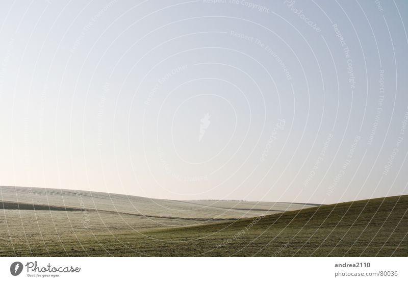 weite Himmel grün blau Winter Ferne kalt Wiese Gras Freiheit Landschaft braun Feld frei Erde Frost rein