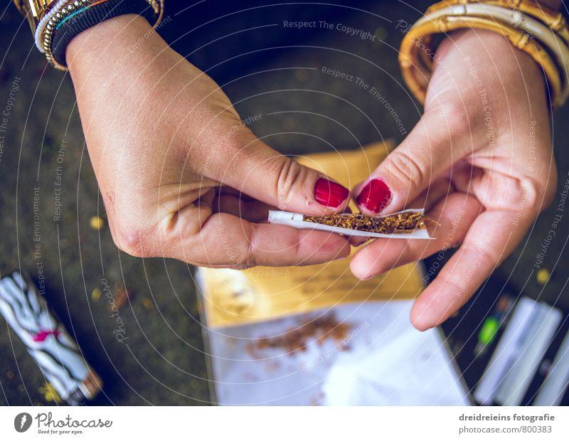 How to roll a cigarette! Hand Finger berühren drehen authentisch verrückt Stadt feminin Tabakwaren selbstgedrehte Zigarette Armreif Fingernagel Feuerzeug
