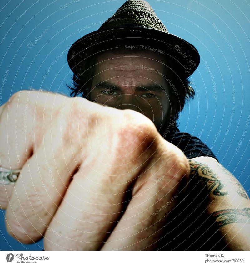 Heinrich (oder: Mir graut's vor Dir ! ) Himmel blau Gesicht Auge Kopf Kraft Angst Arme Nase Finger verrückt Perspektive Kreis Aktion Wut Gewalt