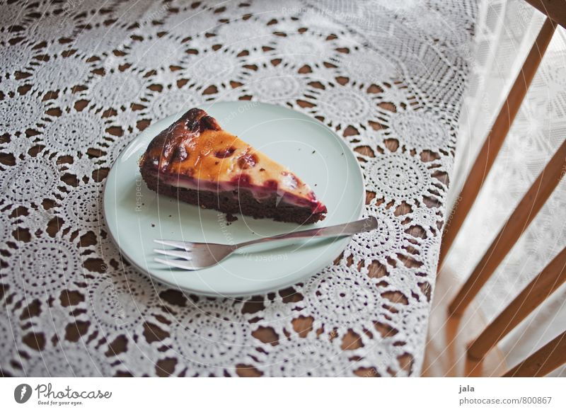 kuchen Lebensmittel Kuchen Ernährung Kaffeetrinken Vegetarische Ernährung Teller Gabel Stuhl Tisch Tischwäsche lecker süß Süßwaren Farbfoto Innenaufnahme