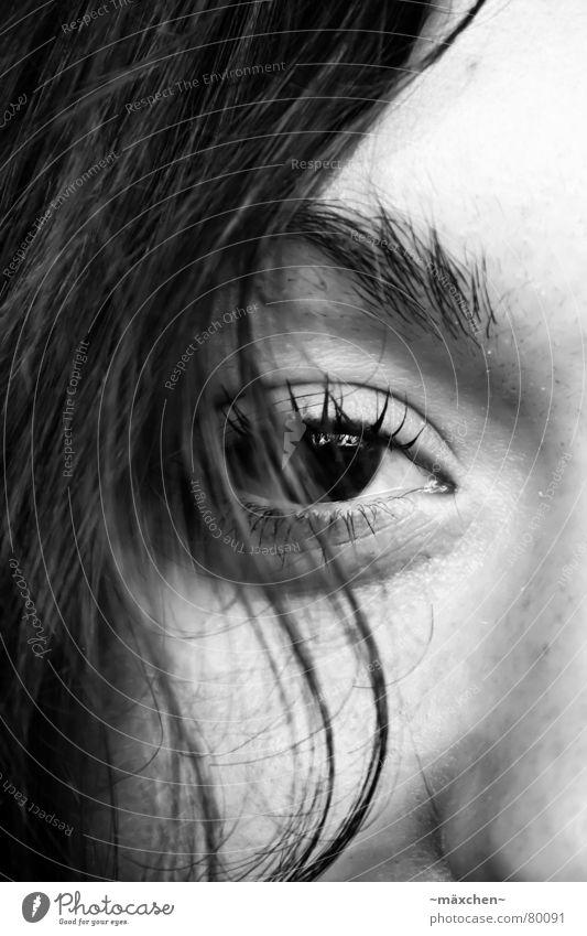 Blick Frau Mensch schön Gesicht ruhig Auge Stil Haare & Frisuren See Wellen Nase Perspektive Aussicht Vertrauen Dame Konzentration