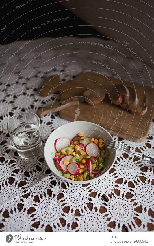 rohkost Lebensmittel Gemüse Salat Salatbeilage Brötchen Radieschen Mais Sellerie Ernährung Mittagessen Bioprodukte Vegetarische Ernährung Diät Getränk