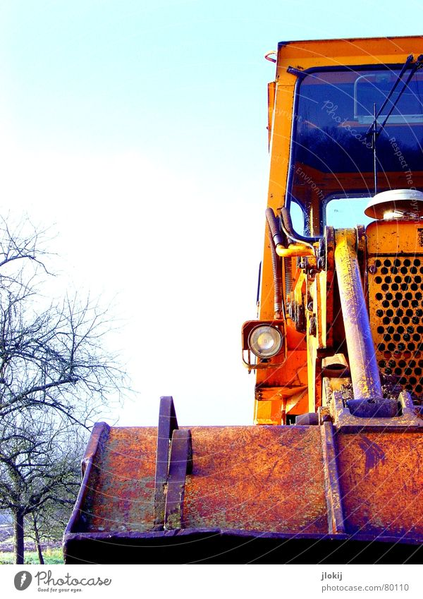 Männerspielzeug Baumaschine Ausleger Baufahrzeug Baggerlöffel Baugrundstück Schaufel Branche groß Fahrzeug Feld Bauschutt Demontage Herbst kalt Baustelle