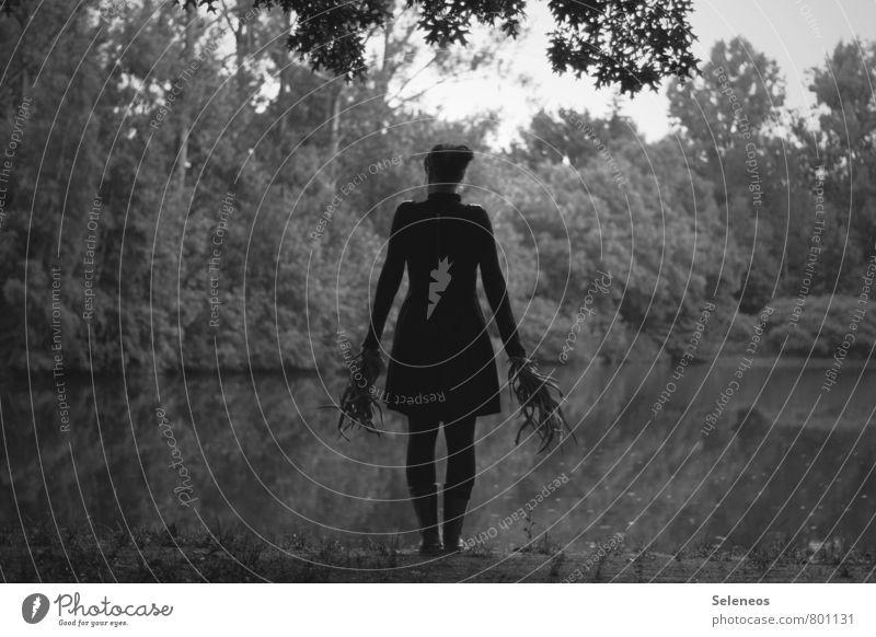 Schattengestalt Mensch feminin Mann Erwachsene 1 Umwelt Natur Landschaft Himmel Pflanze Baum Garten Park Seeufer Teich Kleid stehen Schattendasein