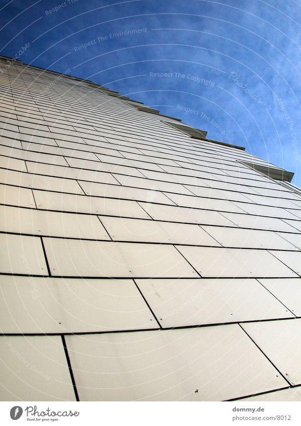 hochh(in)aus Himmel Wolken Stil Fenster Architektur Hochhaus verrückt beige