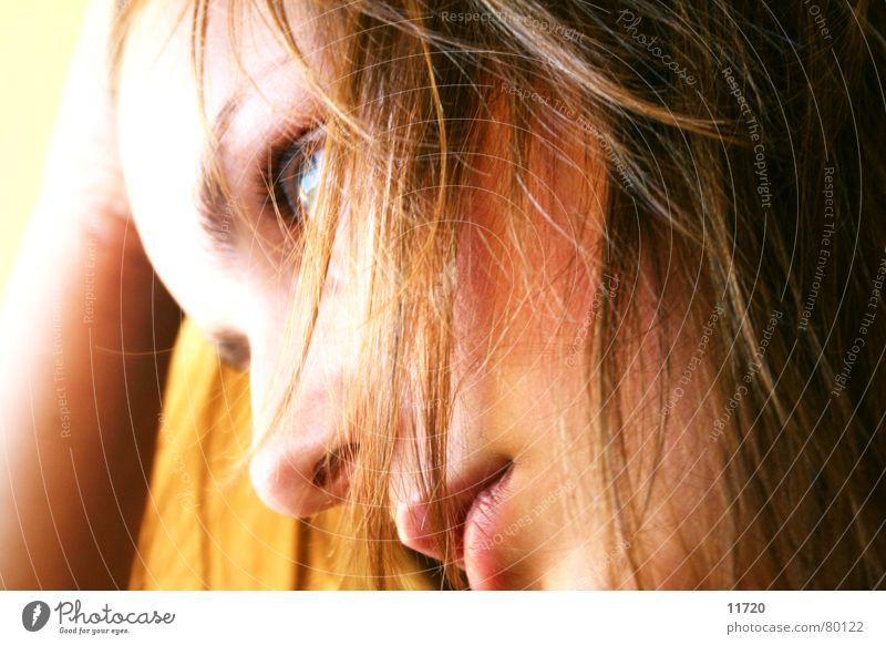 Grübeln Frau Gesicht Haare & Frisuren Denken Hoffnung Kommunizieren Konzentration Verstand Aufgabe Entscheidung erinnern abstützen vorstellen