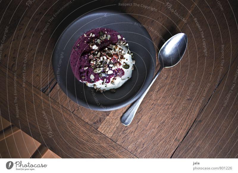 holunder quark Lebensmittel Milcherzeugnisse Frucht Quark Quarkspeise Holunderbeeren Ernährung Frühstück Bioprodukte Vegetarische Ernährung Teller