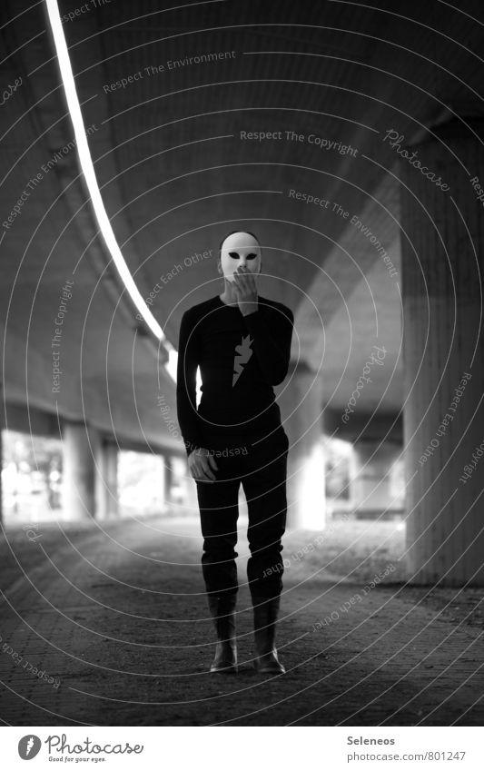 Unfassbar! 1000! Mensch Mann Erwachsene Gefühle Stimmung maskulin Angst Brücke Unendlichkeit Maske Karneval Autobahn Halloween Hochstraße fassungslos