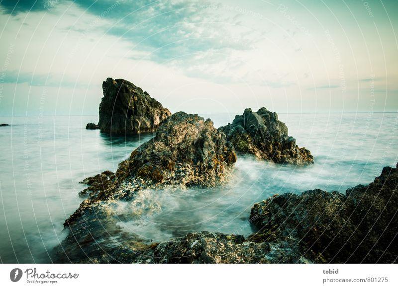 Raue See Insel Wellen Natur Urelemente Wasser Himmel Wolken Horizont Schönes Wetter Wind Küste Klippe Felsen Bewegung Flüssigkeit Unendlichkeit maritim nass