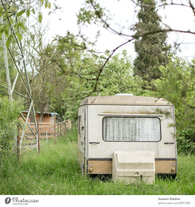 UT DD | Wohnen im Grünen Häusliches Leben Wohnung Haus Traumhaus Garten Hausbau Renovieren alt kaputt Stadt Camping Wohnwagen Wohnanhänger Strommast Gardine