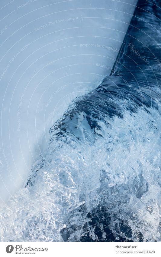 Bugwelle blau Wasser Meer Bewegung Wasserfahrzeug glänzend Wellen Wind Energie Geschwindigkeit Flüssigkeit Segeln Dynamik Mobilität Wassersport Segelboot