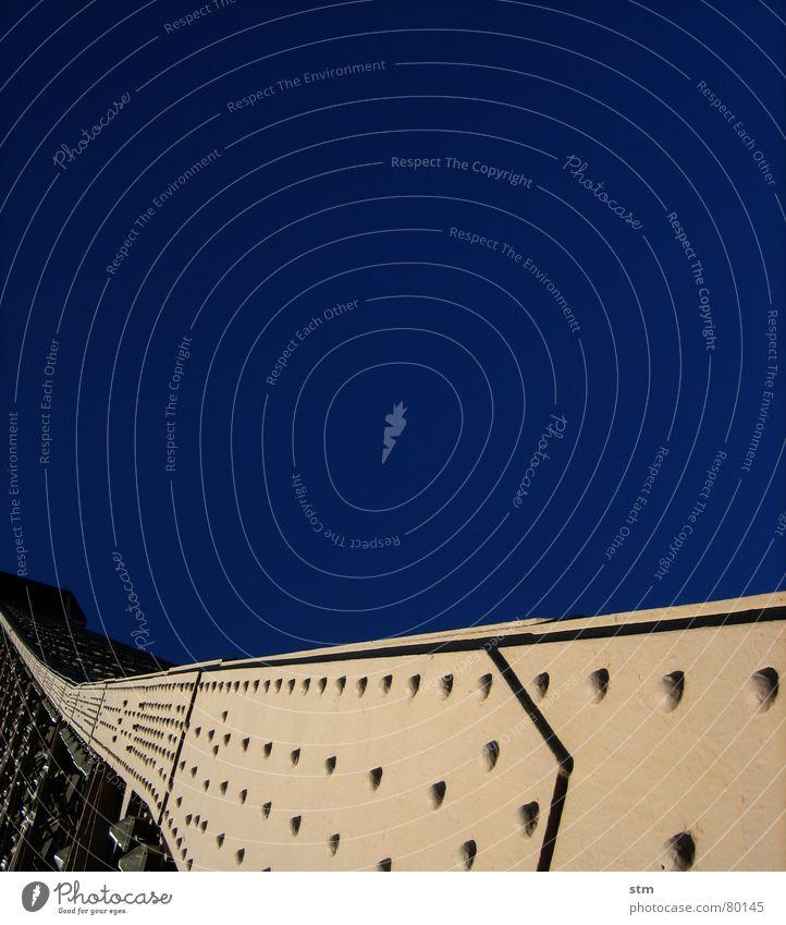 eiffel and sky Weltausstellung Tour d'Eiffel Aufschwung Himmel Paris Wahrzeichen Denkmal gen himmel jahrhundertwende blau Schönes Wetter Turm Linie