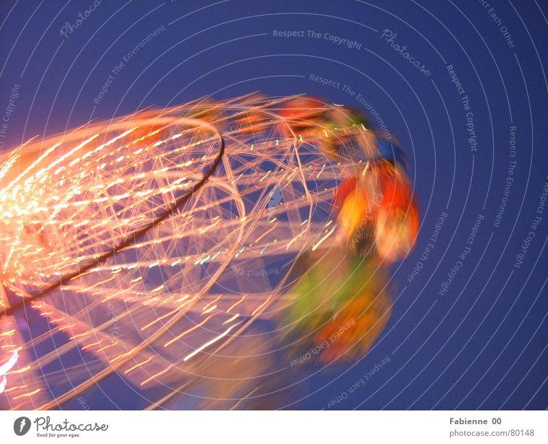 Riesenrad Geschwindigkeit mehrfarbig Licht Stimmung Außenaufnahme Freude Glück Freiheit