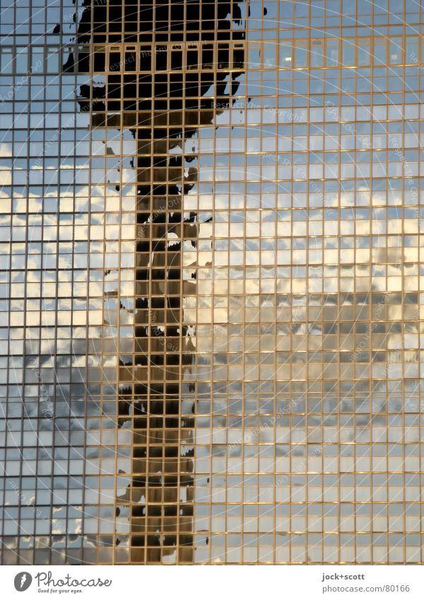 Sinnlichkeit einer Betonnadel Wolken Berlin-Mitte Hochhaus Hotel Glasfassade Sehenswürdigkeit Wahrzeichen Berliner Fernsehturm eckig modern DDR Illusion