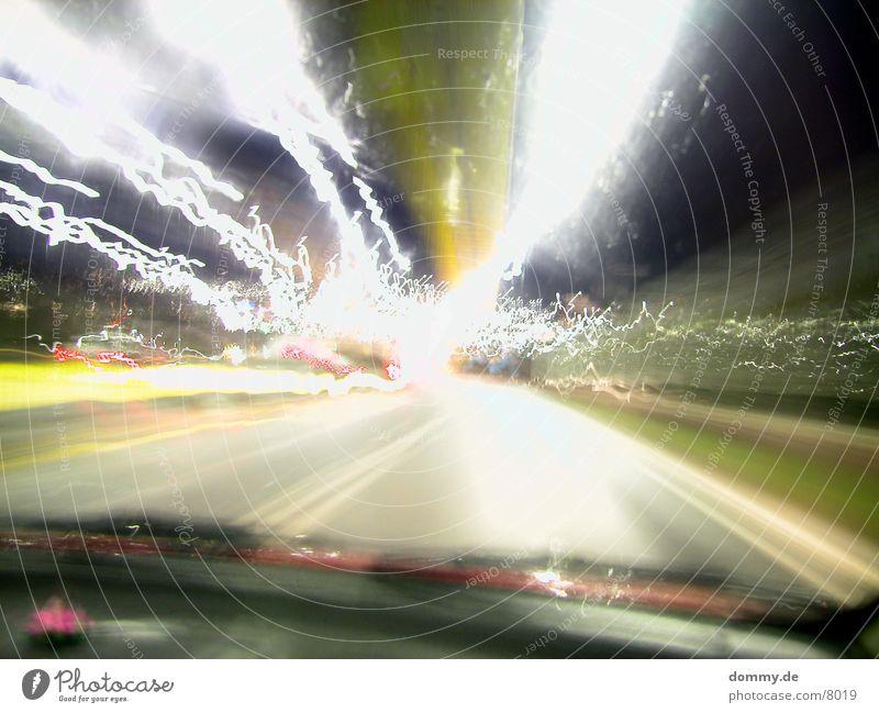 die Farbe der Geschwindigkeit PKW lang Ampel Belichtung
