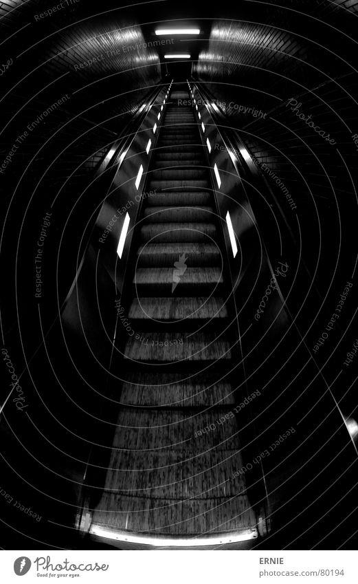 aufauf und davon schwarz Ferne Lampe dunkel Wege & Pfade hell Treppe Ordnung trist nah Schnur Station Köln Bahnhof Geländer