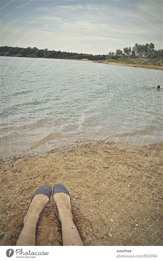 zuschauer Mensch feminin Haut Beine Fuß 2 Umwelt Natur Landschaft Sand Luft Wasser Himmel Horizont Sommer Schönes Wetter Seeufer Strand Schwimmen & Baden nass
