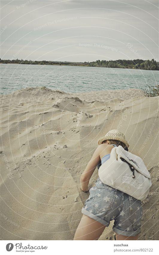 gleich ist's geschafft feminin Kind Mädchen Körper Haut Arme Gesäß 1 Mensch 8-13 Jahre Kindheit Umwelt Natur Landschaft Sand Luft Wasser Himmel Sommer