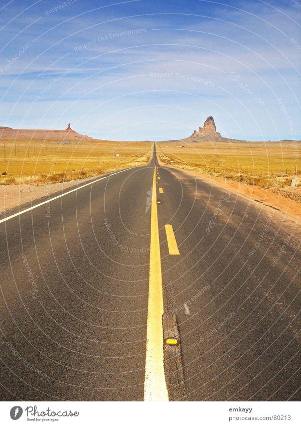 Highway Horizon Nordamerika Autobahn Horizont geradeaus verloren Menschenleer Teer Symmetrie Einsamkeit Utah Autofahren abgelegen Ödland Lebensziel Fernstraße