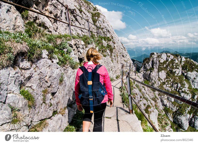 Abstieg Himmel Natur Ferien & Urlaub & Reisen Jugendliche Sommer Einsamkeit Junge Frau Landschaft Wolken 18-30 Jahre Erwachsene Berge u. Gebirge feminin
