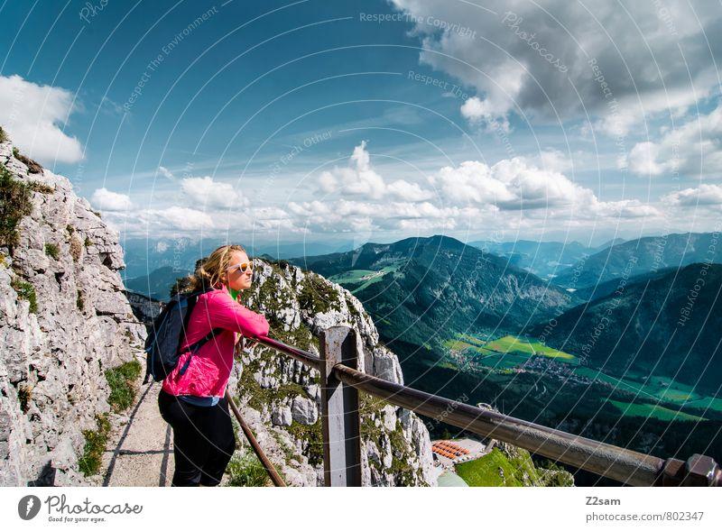 Ausblick Himmel Natur Ferien & Urlaub & Reisen Jugendliche Erholung Junge Frau ruhig Landschaft Wolken 18-30 Jahre Ferne Erwachsene Berge u. Gebirge feminin Freiheit Felsen