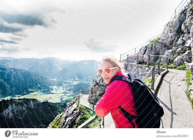 Gute Aussichten Natur Ferien & Urlaub & Reisen Jugendliche schön Erholung Junge Frau Landschaft 18-30 Jahre Erwachsene Berge u. Gebirge feminin Glück Felsen