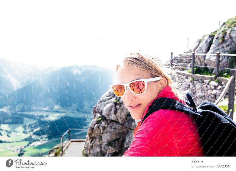 Schee wars! Natur Ferien & Urlaub & Reisen Jugendliche schön Erholung Junge Frau Landschaft 18-30 Jahre Erwachsene Berge u. Gebirge feminin Glück Felsen Nebel