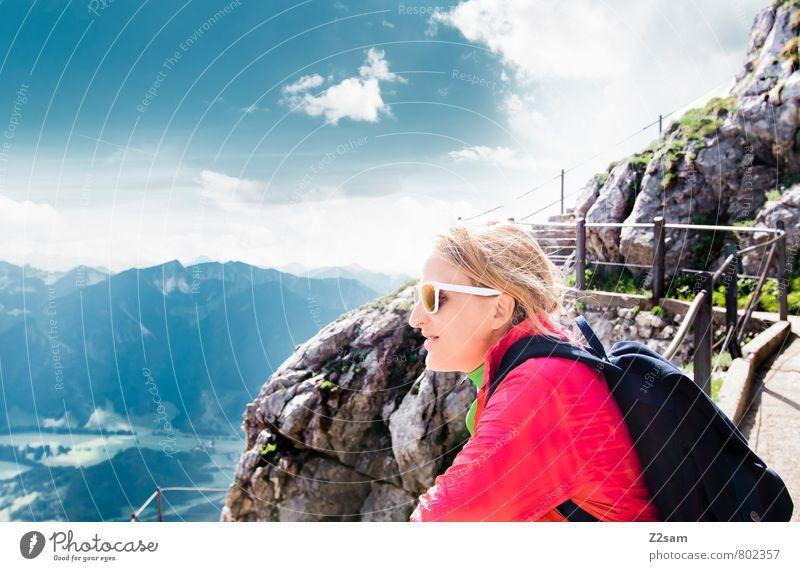 Gute Aussichten Mensch Himmel Ferien & Urlaub & Reisen Jugendliche Sommer Erholung Junge Frau ruhig Landschaft Wolken 18-30 Jahre Ferne Erwachsene