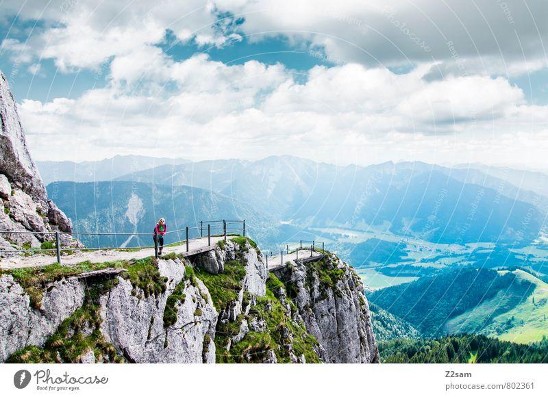 wie klein wir doch sind Himmel Natur Ferien & Urlaub & Reisen Jugendliche Einsamkeit Erholung Junge Frau Landschaft Wolken 18-30 Jahre Erwachsene