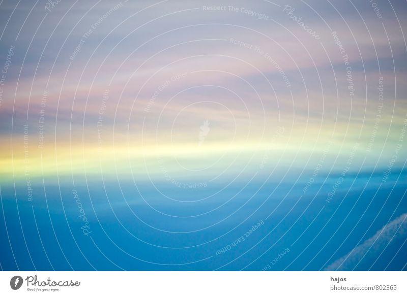 Himmel mit Kondenstreifen und Farbschichten Streifen weich rosa blau Farbstoff Niveau farbschichten gelb weiß Kondensstreifen hintergrund natur Farbfoto