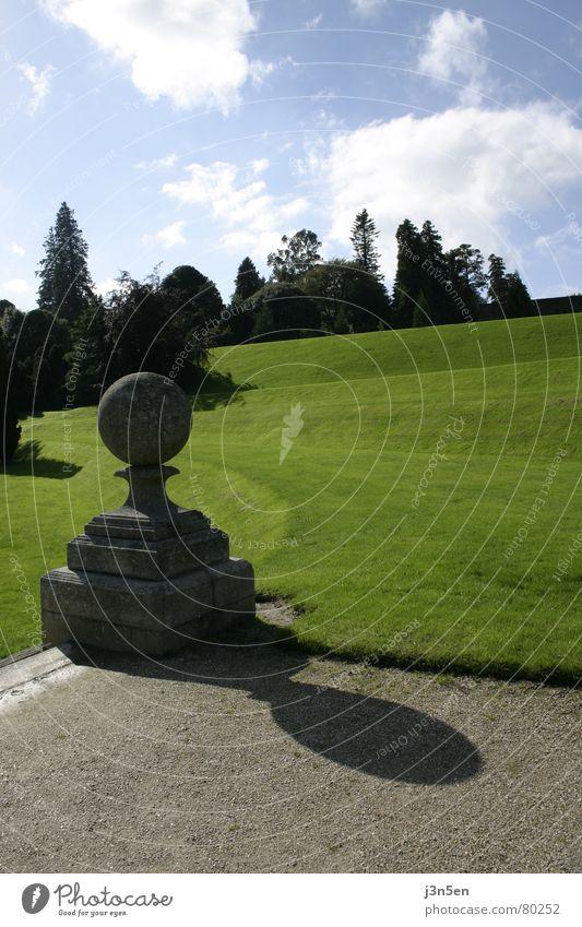 Powerscourt Gardens Part 2 grün Wiese Gras Baum Dublin Garten Park Republik Irland Wege & Pfade Stein blau Himmel wicklow county powerscourt gardens