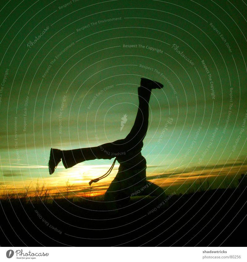 Die Capoeira-Session Foto 1 Brasilien Roda Winter kalt zyan grün gelb Fußtritt treten Licht Sonnenaufgang Sonnenuntergang Hügel Gesundheit Gegenlicht gegen