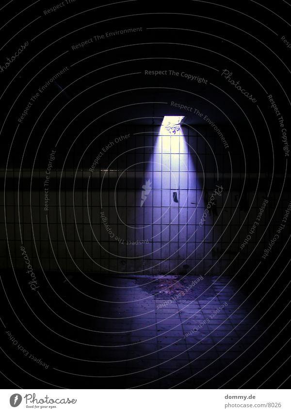 BLUES.T.Y.L.E. Licht Langzeitbelichtung blau Spalte Decke Fliesen u. Kacheln kaz