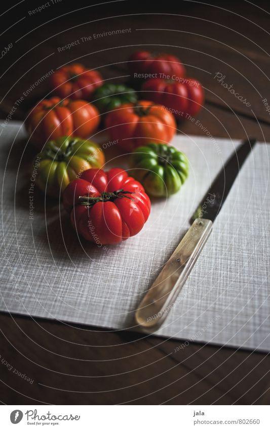 tomaten Gesunde Ernährung natürlich Gesundheit Lebensmittel frisch Ernährung Gemüse lecker Appetit & Hunger Bioprodukte Messer Tomate Vegetarische Ernährung Schneidebrett Holztisch