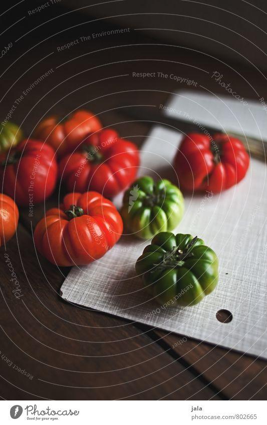 tomaten Lebensmittel Gemüse Tomate Ernährung Bioprodukte Vegetarische Ernährung Messer Schneidebrett Gesunde Ernährung frisch Gesundheit lecker natürlich