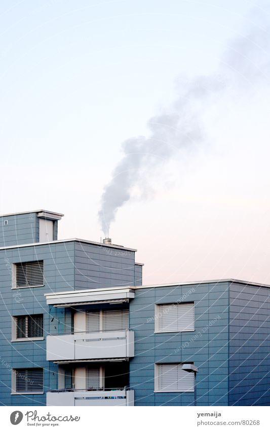 Emmen-Bronx Singlewohnung Haus Hochhaus Gebäude Material Fenster Balkon Vogel vermieten Block Beton Etage trist Plattenbau Stadt Wohnung Flachdach rot Verlauf