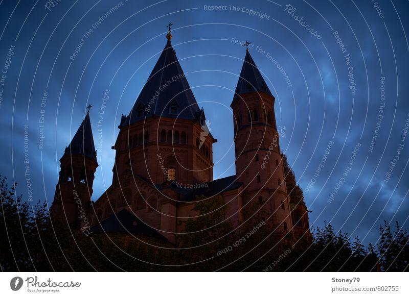 Mainzer Dom blau Stadt rot Wolken dunkel Architektur Gebäude Religion & Glaube braun bedrohlich Kirche Macht Bauwerk Kreuz Stadtzentrum
