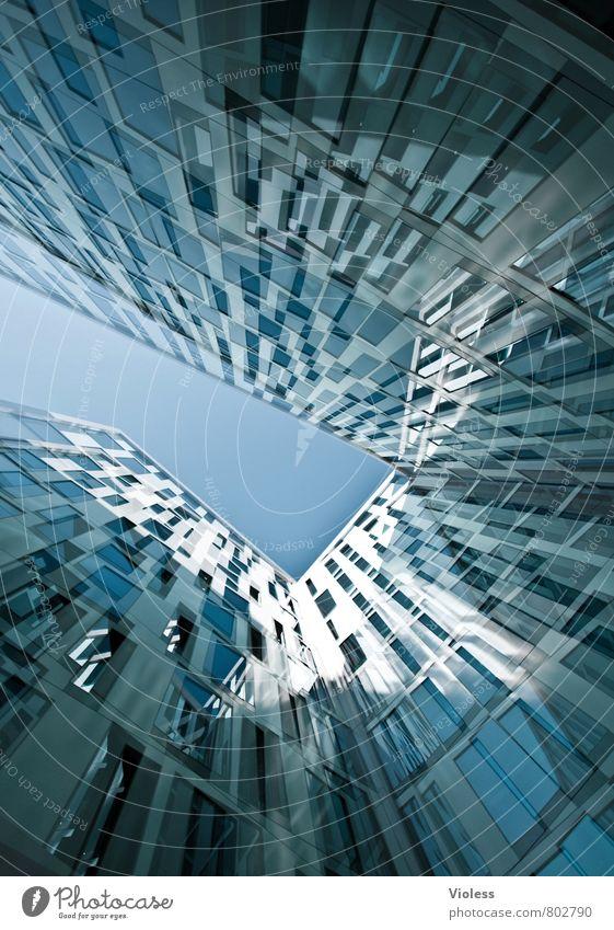 Enge... Stadt Hochhaus Gebäude Architektur Mauer Wand Fassade Fenster Häusliches Leben modern Platzangst Nervosität Doppelbelichtung Farbfoto Experiment