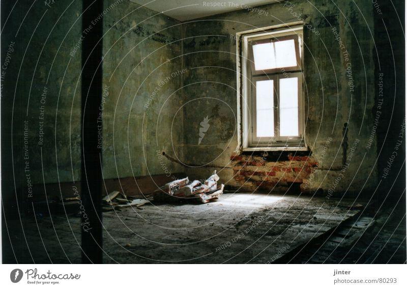 Licht am Bau Wand Fenster Pause Baustelle Häusliches Leben verfallen Renovieren Altbau Umbauen