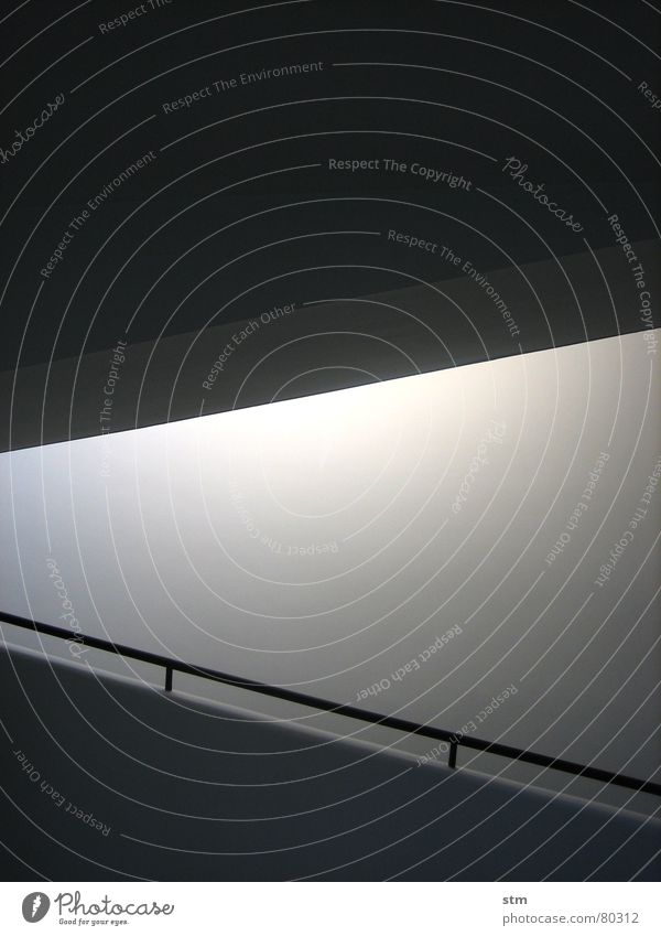 weiss 1 weiß schwarz Farbe Wand Mauer Linie Treppe modern diagonal Geländer bleich Putz Rampe Anstrich lichtvoll