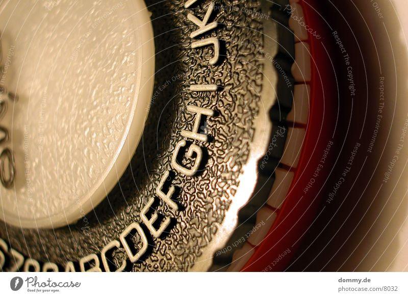 typomaschine Typographie Buchstaben Maschine Makroaufnahme Nahaufnahme stechen