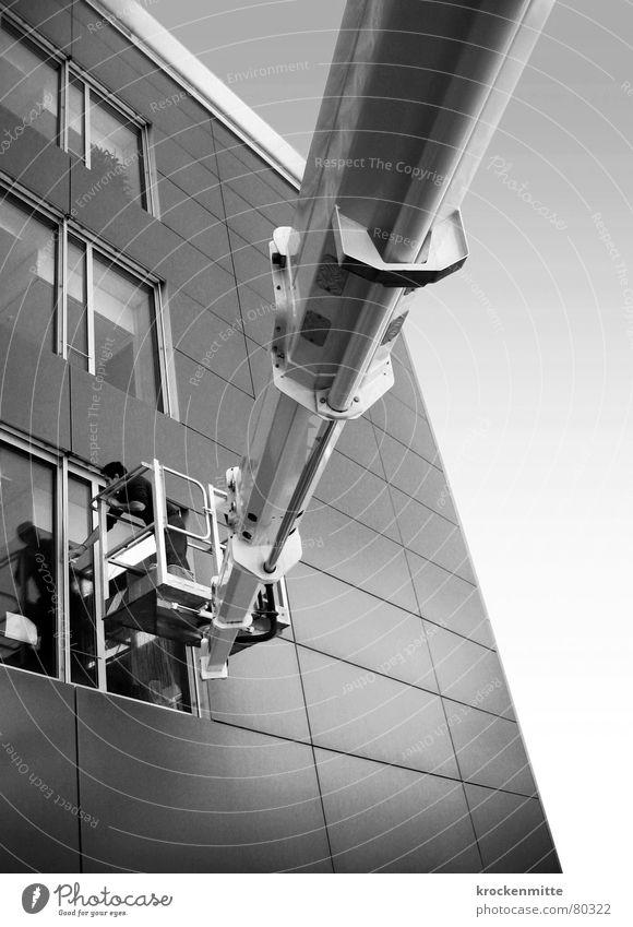 glasklar Fenster Reinigen Haus Gebäude schwarz weiß Gebäudereiniger Sauberkeit Arbeit & Erwerbstätigkeit Bürogebäude Fassade Schwarzweißfoto kranen